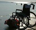 Carrozzina in riva al mare - Immigrati disabili